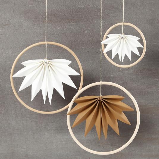 Bambus-Ring mit stylischem Faltblatt
